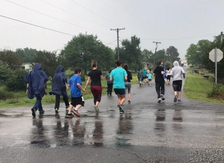 And they're off, rain and all the 5K has begun.